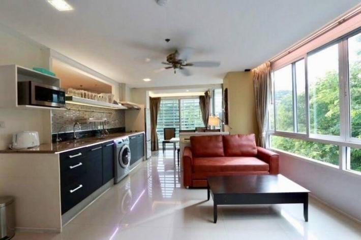 For rent 1 bedroom condo on Huay Kaew Road, walking distance to old city, Kad Suan Kaew, Maya Mall and Nimmanhemin road. 3 kms from Singapore International school.